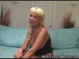 Блондинка с большими сиськами ебется с негром